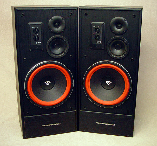 CERWIN VEGA E-312 Speakers