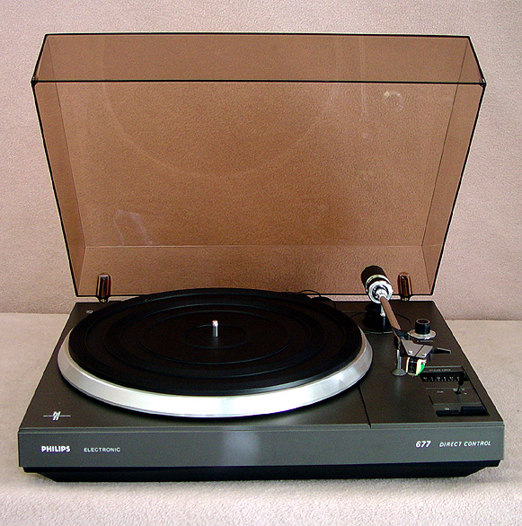 PHILIPS 677 Turntables