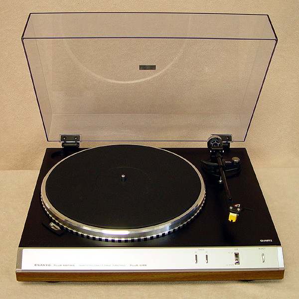 SANYO PLUS D25 Turntables